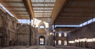 Ispanijoje, Burgos mieste esančio San Juano vienuolyno bažnyčios išlikusių architektūrinių elementų išsaugojimas, juos uždengiant specialiai suprojektuotu stogu. arquitecturaviva.com nuotr.