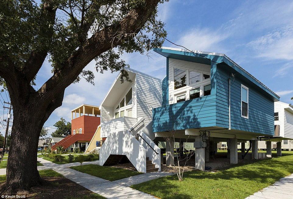 Frank Gehry suprojektavo ekstravagantiškus namus Žemutinėje 9-ojoje apygardoje Niū Orleane. Kevin Scott nuotr.