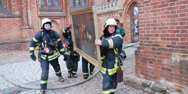 gaisrininkai paveikslas