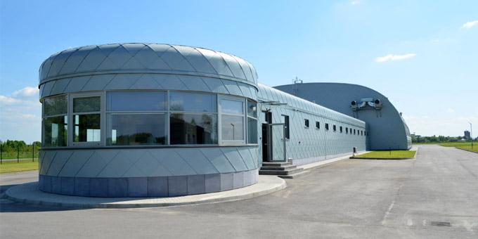 Geriausiu negyvenamuoju pastatu praėjusiais metais paskelbtas karinių oro pajėgų aviacijos bazės paieškos gelbėjimo postas S. Dariaus ir S. Girėno aerodrome. siltasnamas.eu nuotr.