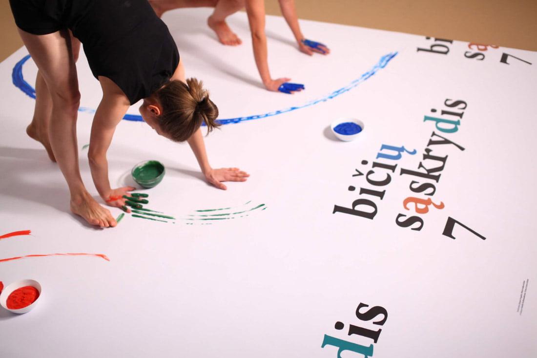 Šiuolaikinio šokio festivalio BIČIŲ SĄSKRYDIS 7 vizualinis identitetas.
