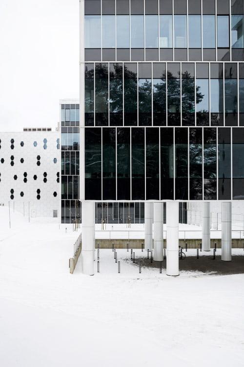 Nacionalinis fizinių ir mokslo technologijų centras (NFTMC). Architektai – UAB Architektūros kūrybinė grupė. Įgyvendintas 2015 metais. Saulėtekio al. 9, Vilnius.