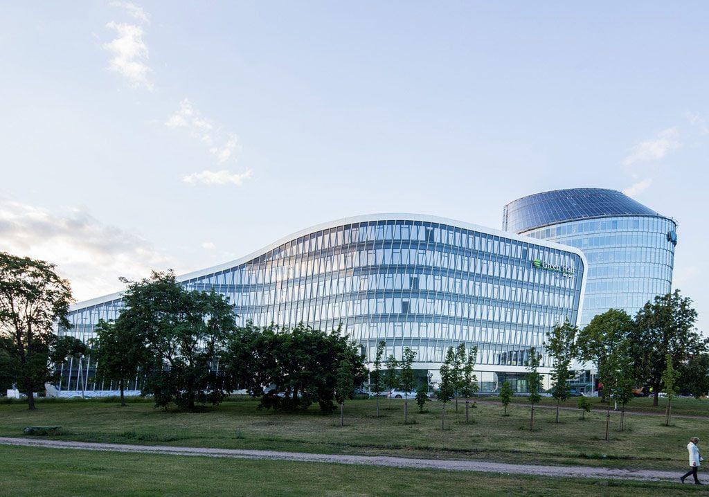 """Verslo centras """"Green Hall 2"""" – UAB """"Archinova"""" (arch. Antanas Gvildys, Edimtas Šimeliūnas) ir """"Arrow Architects"""" (arch. Ulrik Raysse, Ricardo Paternina)."""