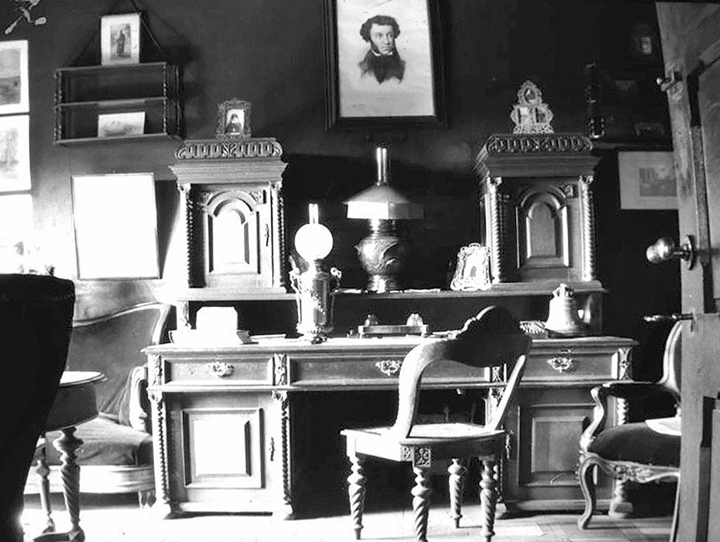 8 pav. Grigorijaus Puškino kabinetas, fot. autorius nežinomas, XIX a. pab.–XX a. I p., LPM N 21.