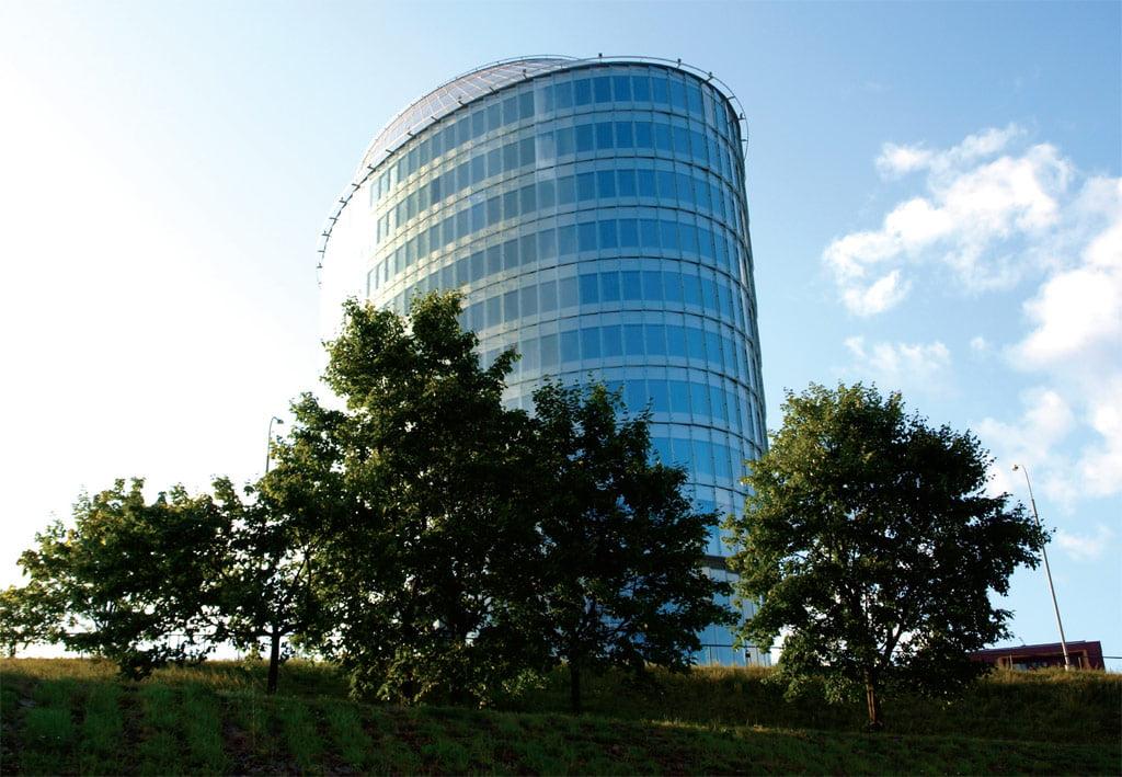 """Lietuvoje išmaniųjų fasadų dar nėra, tačiau energiją taupančių pastatų pavyzdžių jau yra. Vienas tokių – verslo centras """"Green Hall"""" Vilniuje."""