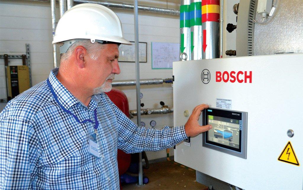 """Kompanijos """"Bosch"""" pramonės įrenginių pardavimų vadybininkas Danas Ivanickas teigė, kad viena iš """"Bosch"""" krypčių – tiekti efektyviai energiją naudojančią įrangą."""