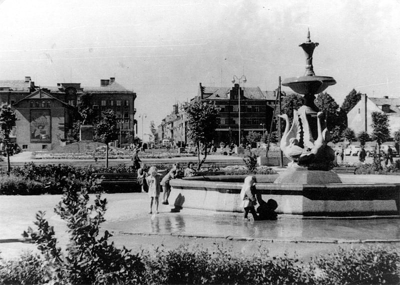 Apie 1963 metus Danės krantinėje, greta Biržos tilto, stovėjęs gulbių fontanas buvo mėgstama klaipėdiečių poilsio vieta
