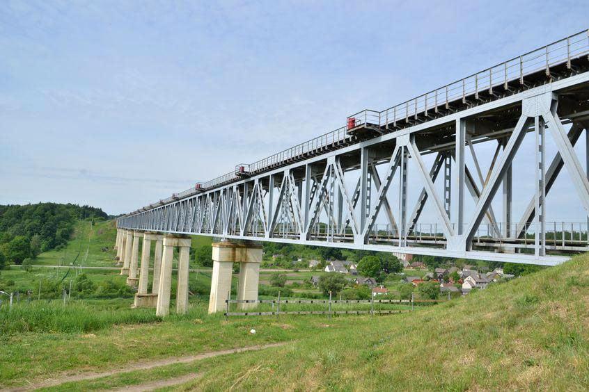 Lyduvėnų tiltas – unikalus inžinerinis statinys, neturintis analogo Baltijos šalyse. Raseinių rajone esančio Lyduvėnų tilto aukštis yra 42 metrai.