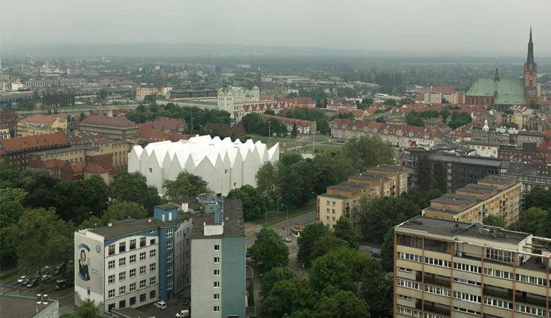"""Mies van der Rohe / Europos šiuolaikinės architektūros prizu 2015 m. apdovanota filharmonija Šcecine (Lenkija), sukurta """"Barozzi/Veiga"""" architektūros biuro (Italija/Ispanija). Simon Menges nuotr."""