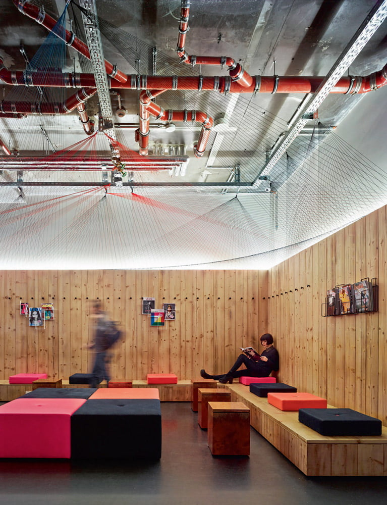 Betono, metalo, stiklo elementai, atviros inžinerinės konstrukcijos – moderniosios stilistikos atributai.