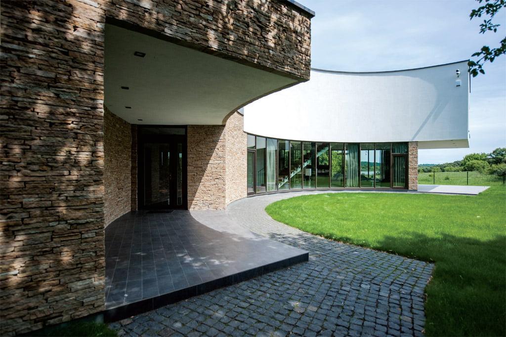 Individualus gyvenamasis namas Kačerginėje (2009 m.), projekto architektas – Gintaras Balčytis.
