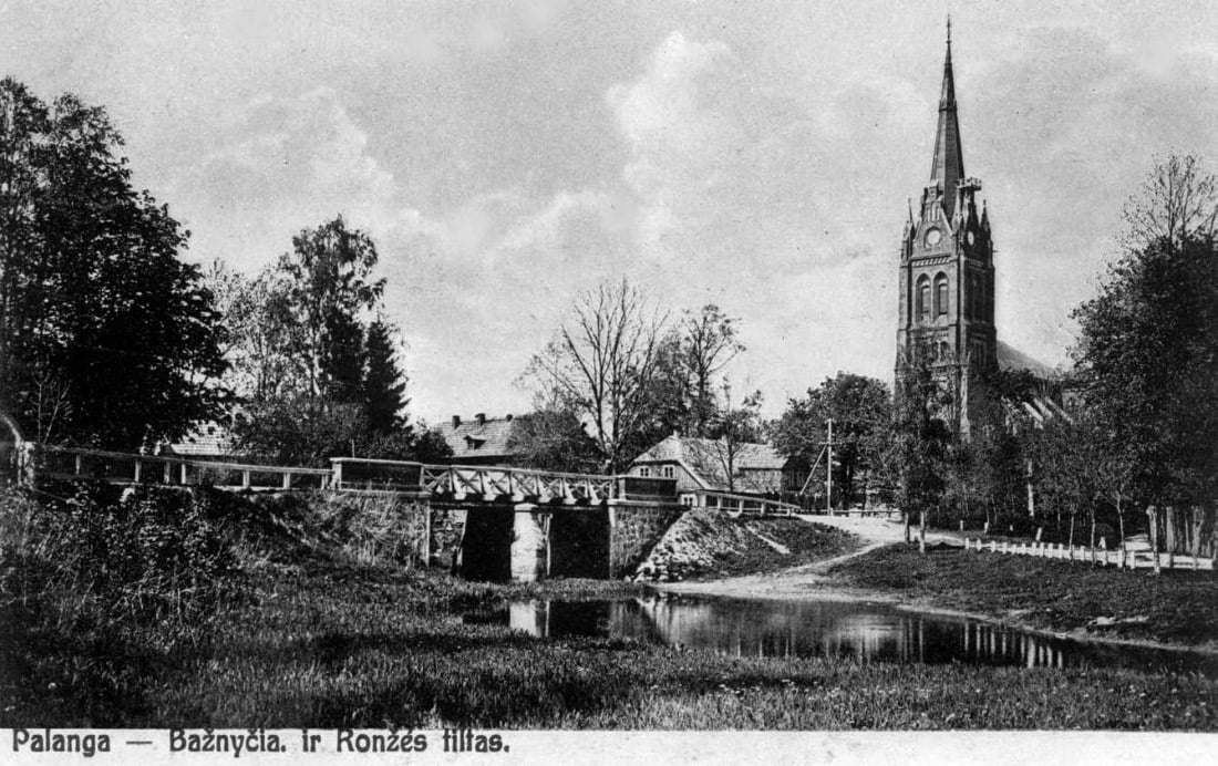 Palanga. Bažnyčia ir tiltas per Rąžę. Iš H. Grinevičiaus kolekcijos.