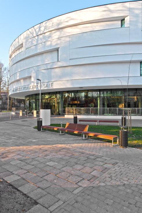 Palangos koncertų salė išsiskiria originalia architektūra.