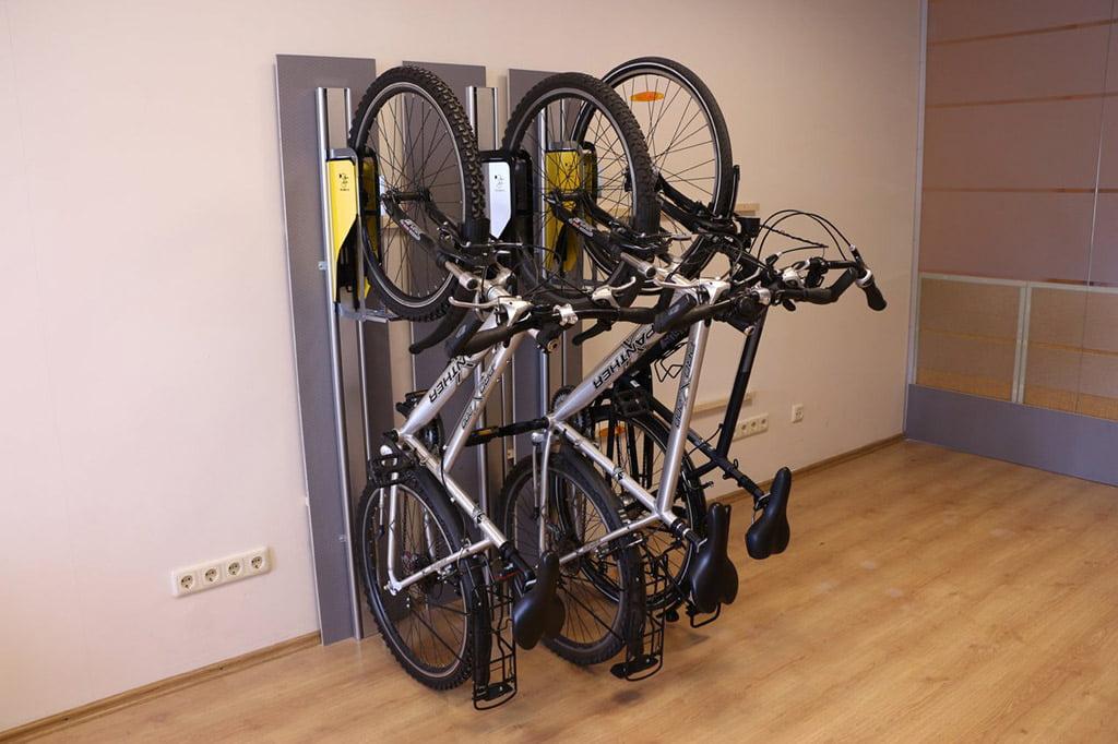 """Vertikalus dviračio stovas """"Parkis""""."""