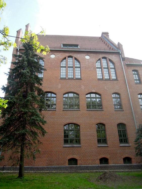 Klaipėdoje, S.Nėries g. 5, pabaigti net kelerius metus trukę buvusio Mokytojų seminarijos pastato, kuriame šeimininkauja Klaipėdos universiteto Humanitarinių ir ugdymo mokslų fakultetas, fasadų tvarkybos darbai.