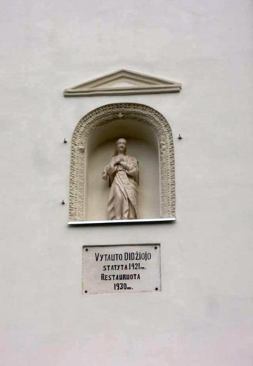 Baigti Jurbarko r. Veliuonos vadinamosios Vytautinės bažnyčios fasadų tvarkybos darbai.