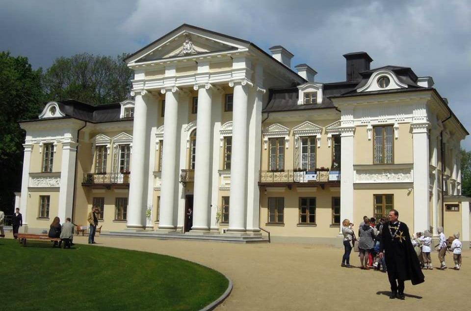 Sugrįžo restauruoti puošnūs Paežerių dvaro rūmai, esantys Vilkaviškio rajone.