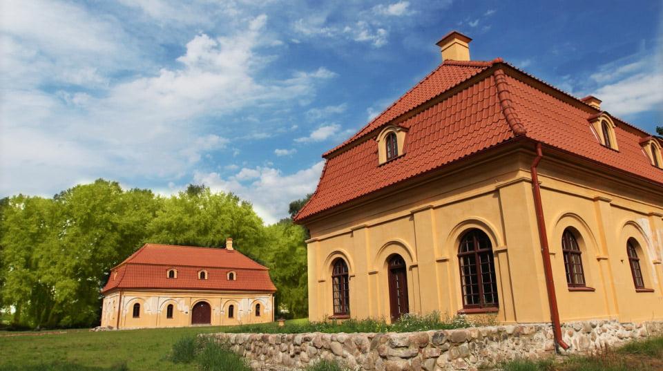 Dviem restauruotais pastatais – oranžerija ir oficina – pasipildė Liubavo dvaras Vilniaus r. Gintaro Karoso nuotr.