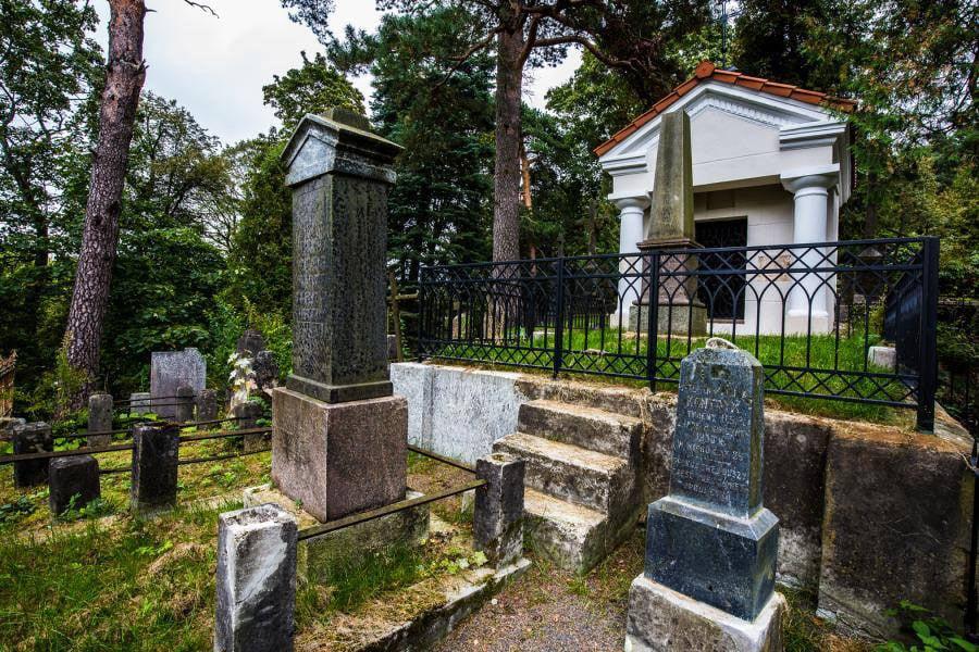 Vilniaus Šv. Petro ir Povilo parapinėse kapinėse sutvarkytas Oginskių šeimos panteonas. Vito Karčiausko nuotr.