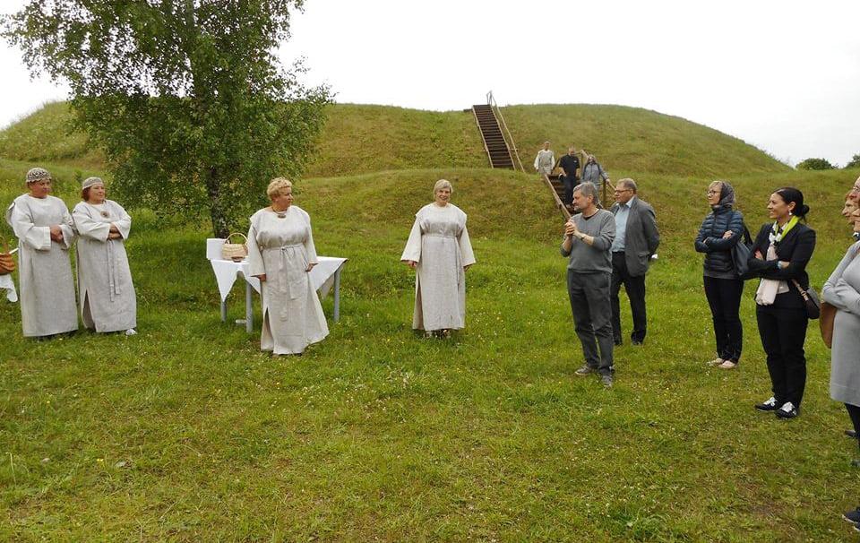 Berzgainių piliakalnis, Ukmergė.