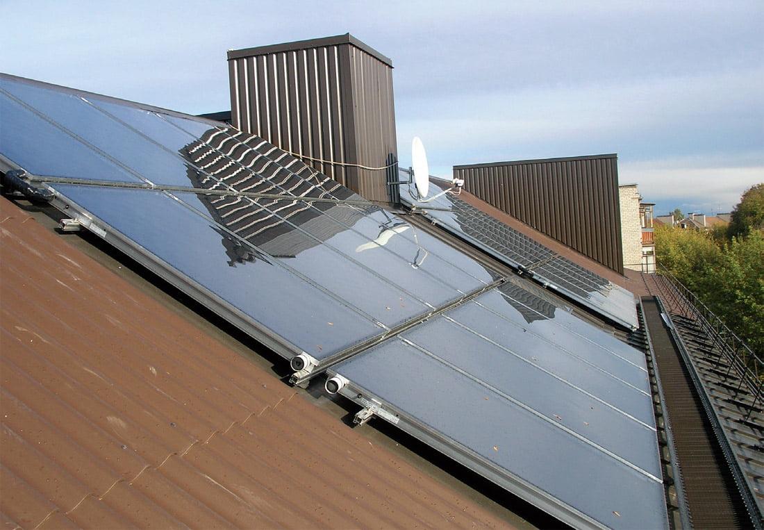 Renovuojant Panevėžio Marijonų g. 31 namo daugiabutį įdiegtos saulės sistemos, kurios leidžia gyventojams nemažai sutaupyti.