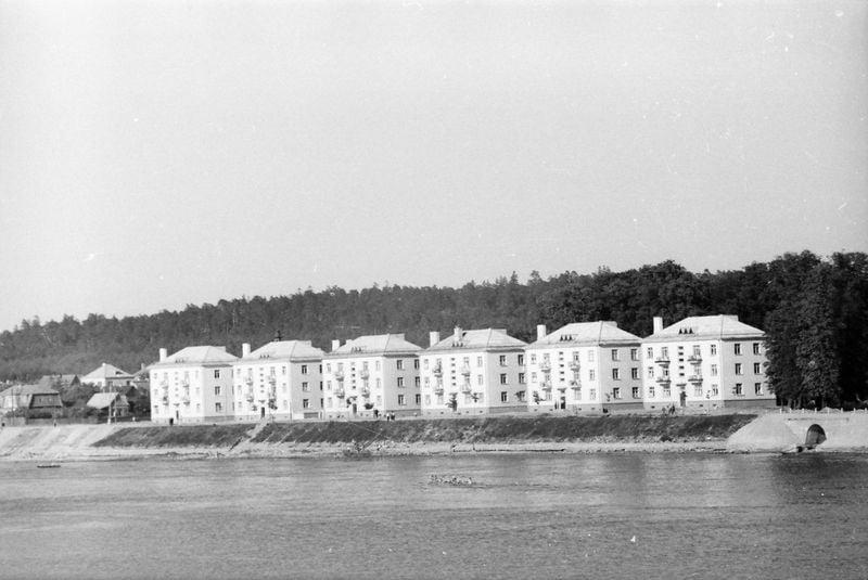 Stanislovas Lukošius. Nauji namai dab. A. Smetonos alėjoje, 1960 m. © Kauno miesto muziejaus rinkinys.