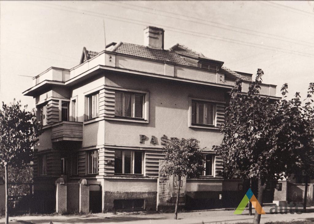 Stanislovas Lukošius. Tarpukario pastatas Savanorių prospekte, 1956 m. © KTU ASI rinkinys.