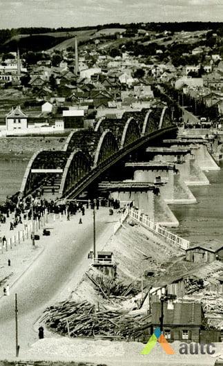 Stanislovas Lukošius. Senojo Vilijampolės tilto perkėlimas, apie 1960 m. © KTU ASI archyvas.