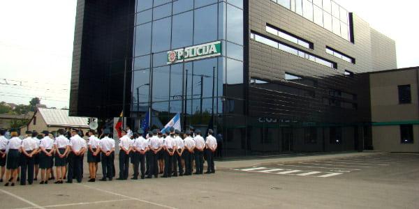 Dalis Kauno miesto pareigūnų jau beveik metus dirba naujame Santakos policijos komisariate. kaunas.policija.lt nuotr.