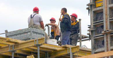 Lietuvos statybininkų asociacija: kodėl bandoma supriešinti visuomenę prieš statybininkus?