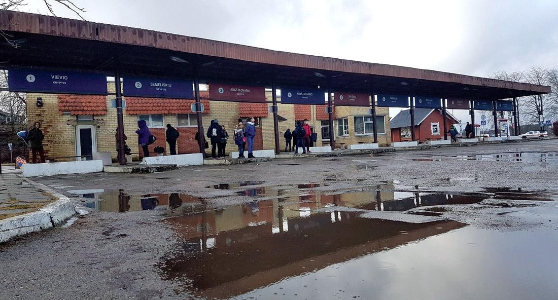 Apšiurusi Trakų autobuvų stotis galėjo būti pradėta tvarkyti, tačiau projektas neįtiko Trakų istorinio nacionalinio parko direkcijai.