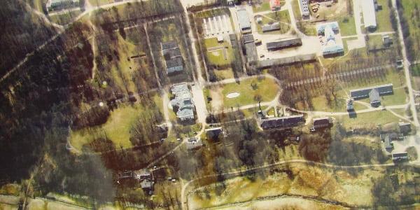 Trakų Vokės dvaro sodybos centrinės dalies vaizdas iš paukščio (tiksliau, drono) skrydžio. LKAS nuotr.