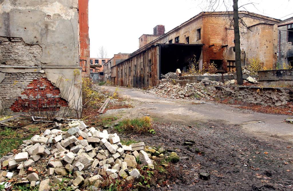 Būstas buvusių gamyklų pastatuose traukia nestandartinių sprendimų mėgėjus. Užterštumą tyriantys specialistai oficialiai nepasako, kurie objektai galimai nėra tinkamai išvalyti, tačiau užsimena, kad patys nesirįžtų čia gyventi.