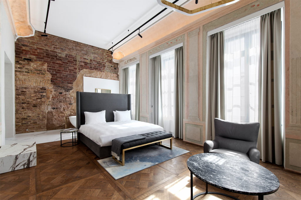 Projektuojant viešbučio kambarių interjerą, reikėjo remtis viešbučiui keliamais reikalavimais. Simono Linkevičiaus nuotr.