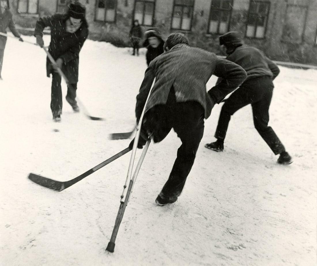 """Vito Luckaus nuotrauka """"Vyriškumas"""". 1968 m. © 1956-1987 Vitas Luckus LLC - visos teisės saugomos, naudojama gavus leidimą."""