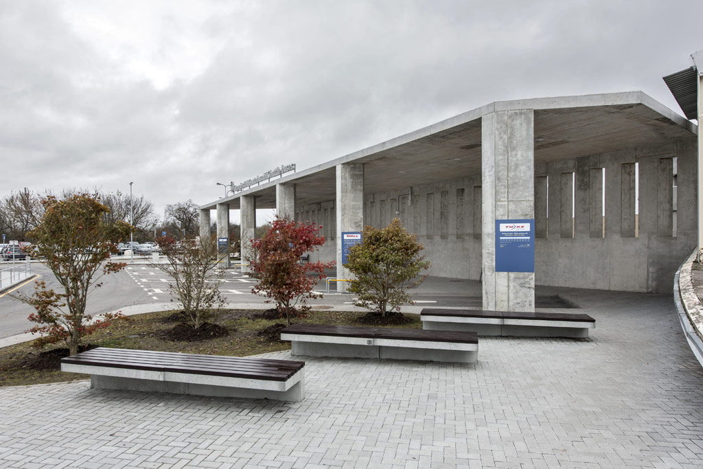 Autobusų stotis Vilniaus oro uoste – Vilniaus architektūros studija (arch. Tomas Noreika).